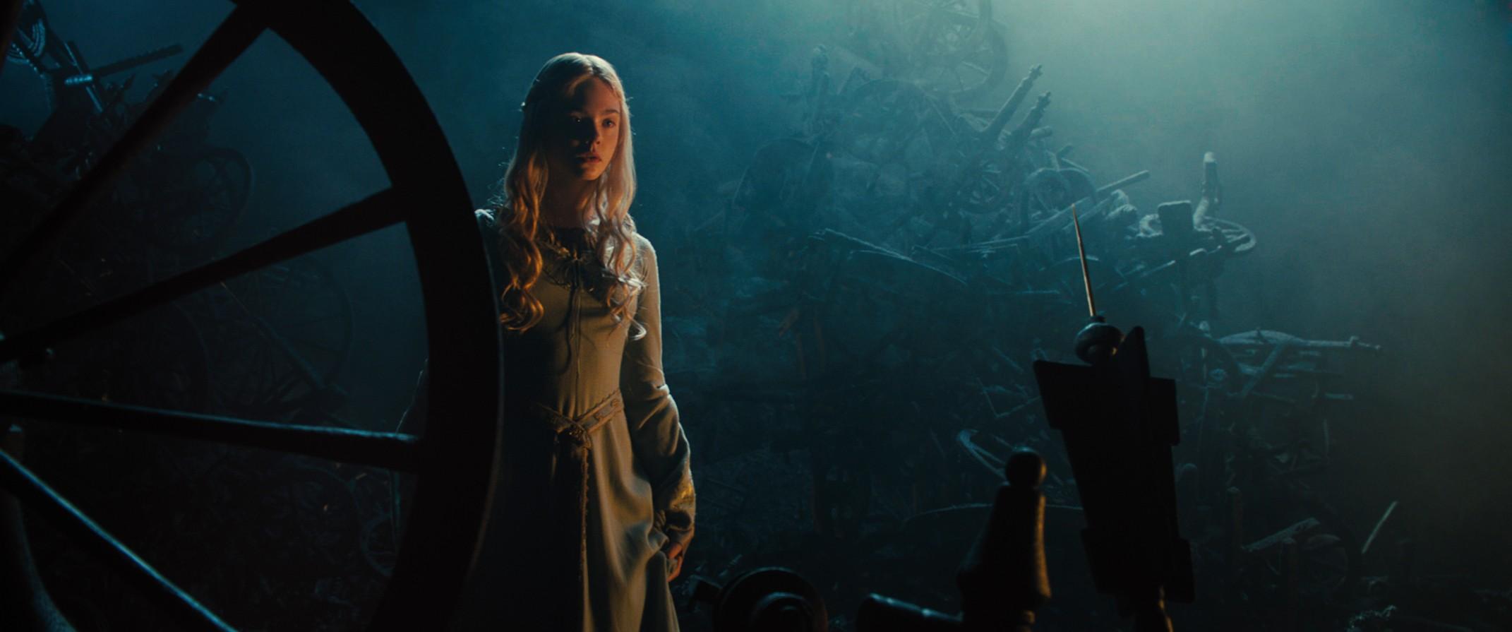 maleficent-princess-aurora-spindle1[1]